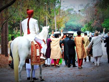 playing dj loud voice hindu marriage 2017128 161957 08 12 2017