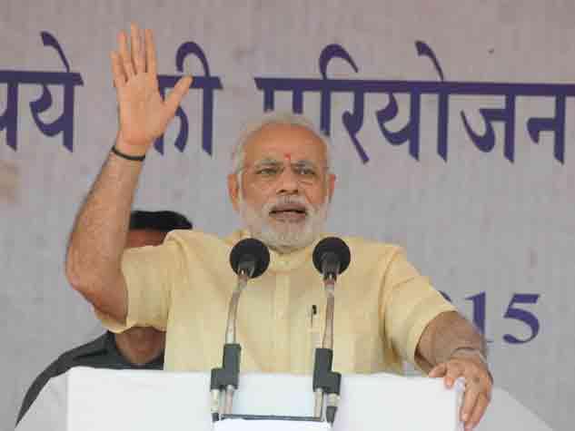 दंतेवाड़ा की सभा में प्रधानमंत्री को सुनने उमड़ा जनसमुदाय