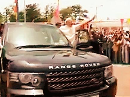 भिलाई में प्रधानमंत्री जब अचानक अपनी गाड़ी से बाहर आ गए