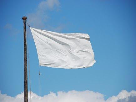 सीमा पार से आया शांति का संदेश, हर घर के ऊपर लगे सफेद झंडे