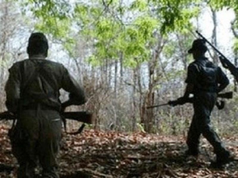 Naxal Police Encounter : किरंदुल में पुलिस से मुठभेड़ में दो इनामी नक्सली मारे गए