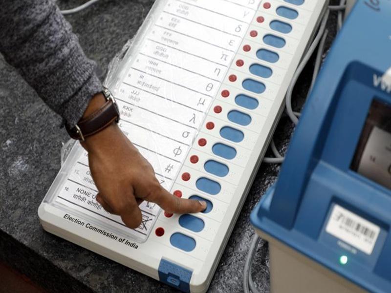 Gujrat Polling: सोशल मीडिया पर आचार संहिता भंग की तो होगी कार्रवाई
