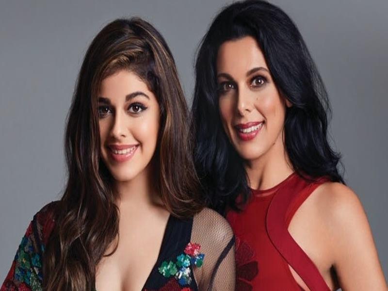 पूजा बेदी ने इस एक्टर के साथ शेयर किया बेटी आलिया का Photo, डेब्यू के लिए कहा-Best of luck