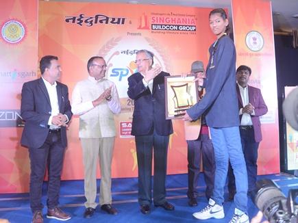 देश की सबसे लंबी बास्केटबॉल खिलाड़ी ने सबको चौंकाया
