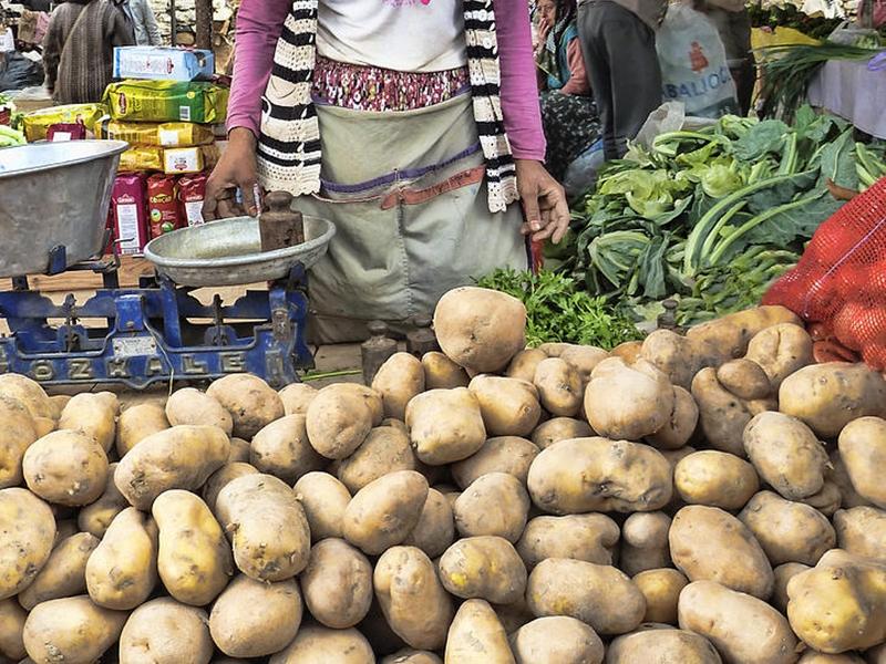 Inflation Alert: प्याज-टमाटर के बाद अब आलू महंगा होने का खतरा