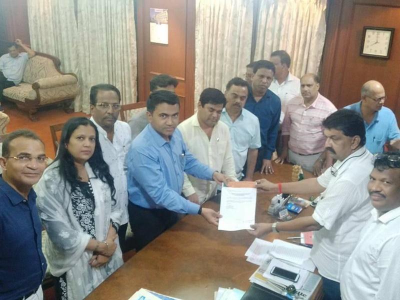 Goa में कांग्रेस को बड़ा झटका, 10 विधायक अलग गुट बनाकर BJP में हुए शामिल