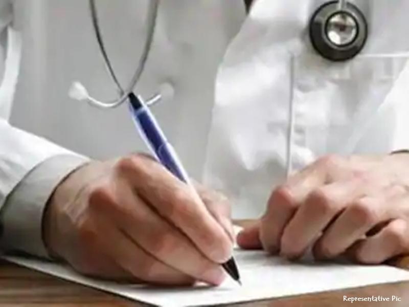 झारखंड में युवकों ने की पेटदर्द की शिकायत, डॉक्टर ने दी प्रेगनेंसी टेस्ट कराने की सलाह