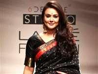 फैशन वीक में प्रीति जिंटा ने दिखाया ट्रेडिशनल लुक