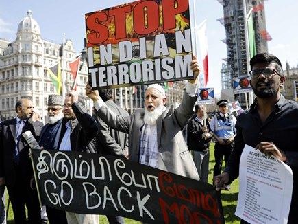 पीएम मोदी के खिलाफ प्रदर्शन के दौरान तिरंगे का अपमान, ब्रिटेन ने मांगी माफी