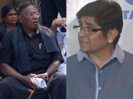 पुडुचेरी में हेलमेट पर छिड़ी जंग, राजभवन के बाहर धरने पर बैठे CM, बेदी ने दी सफाई