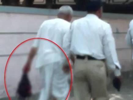 Image result for हाथ में लेकर घूमता रहा महिला का कटा सिर