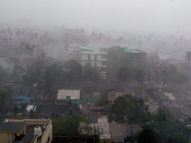 ओडिशा में चक्रवात फेनी ने मचाई तबाही, 3 की मौत, 160 से अधिक घायल, बिजली सेवाएं ठप