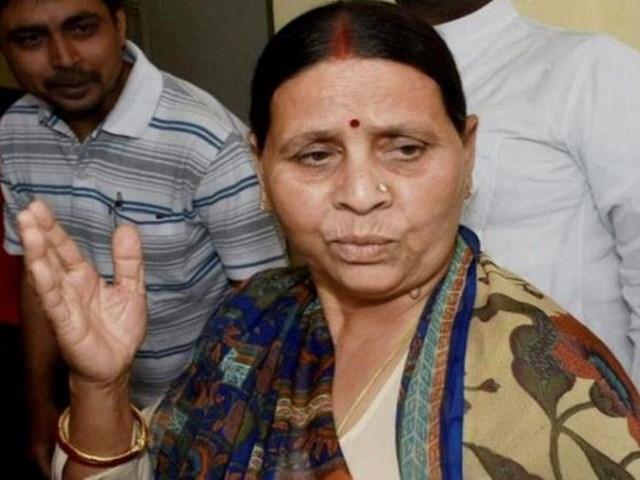 राबड़ी देवी ने वीडियो कॉल के जरिये मीडिया से की बात, कहा- चुनाव में जनता देगी जवाब