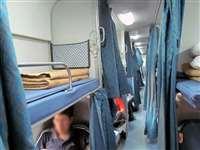 ट्रेनों के एसी क्लास में कंबल की जगह कॉटन की चादर देने की तैयारी