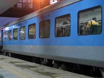 'गिव अप' योजना : 9 लाख वरिष्ठ नागरिकों ने छोड़ी रेल टिकटों पर रियायत