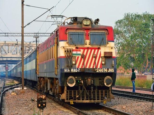 Indian Railways Facility: उधार में भी बुक होगा रेलवे का आरक्षित टिकट…..!!