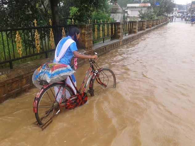 जशपुर में भारी वर्षा से जनजीवन अस्तव्यस्त