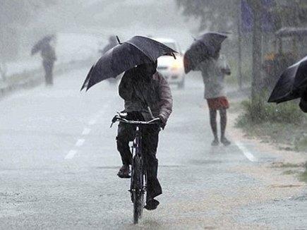 मुंबई में भारी बारिश का खतरा, हाई अलर्ट