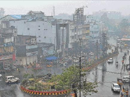 24 घंटे में पौन इंच बारिश, 5 डिग्री गिरा पारा, ठंड से ठिठुरा शहर