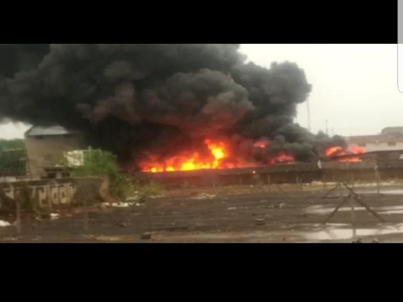 Raipur Fire : प्लास्टिक गोदाम में भीषण आग, लाखों का नुकसान