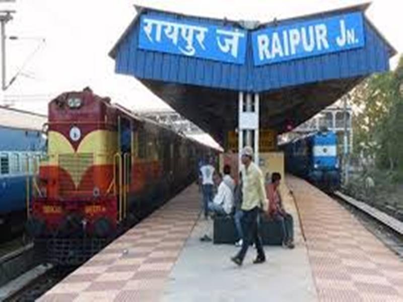 रायपुर में वाल्टियर लाइन पर टूटा गेट, एक घंटे जाम में फंसे रहे यात्री