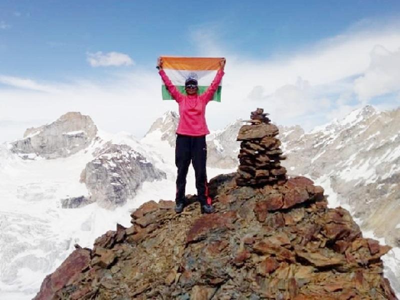 बस्तर की बेटी नैना ने लेह की खारदुंगला पर्वत चोटी पर फहराया तिरंगा, अब माउंट एवरेस्ट अगला लक्ष्य