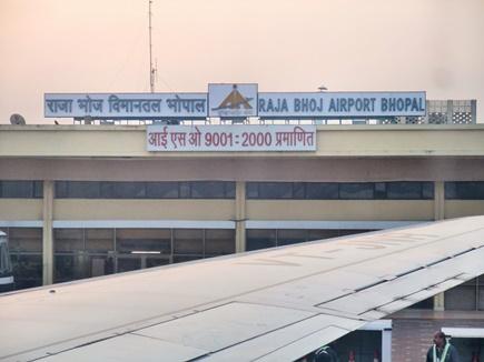 एयरपोर्ट पर आयकर विभाग ने काउंटर खोला, चुनाव तक बैगेज की होगी सूक्ष्म जांच