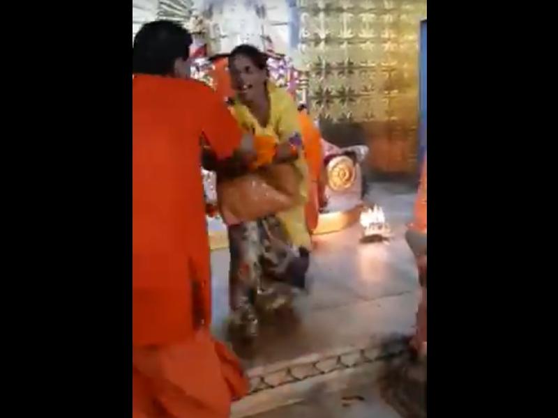 Moti Dungri Ganesh Temple Jaipur: जयपुर के मोती डूंगरी गणेश मंदिर के गर्भगृह में पहुंची महिला, देखें वीडियो