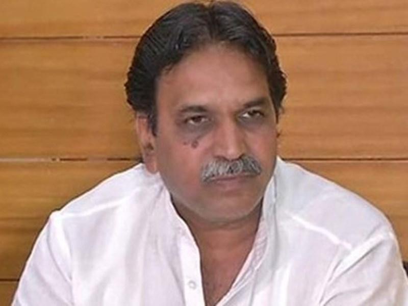पूर्व मंत्री राजेश मूड़त की संपत्ति की जांच को लेकर कांग्रेसी पहुंचे आयकर दफ्तर