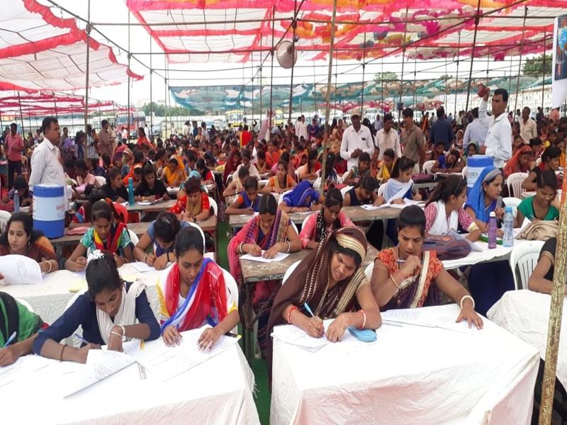 Madhya Pradesh :  राजगढ़ में पढ़ाई छोड़ चुकी 2400 छात्राओं व महिलाओं ने एक साथ दी परीक्षा