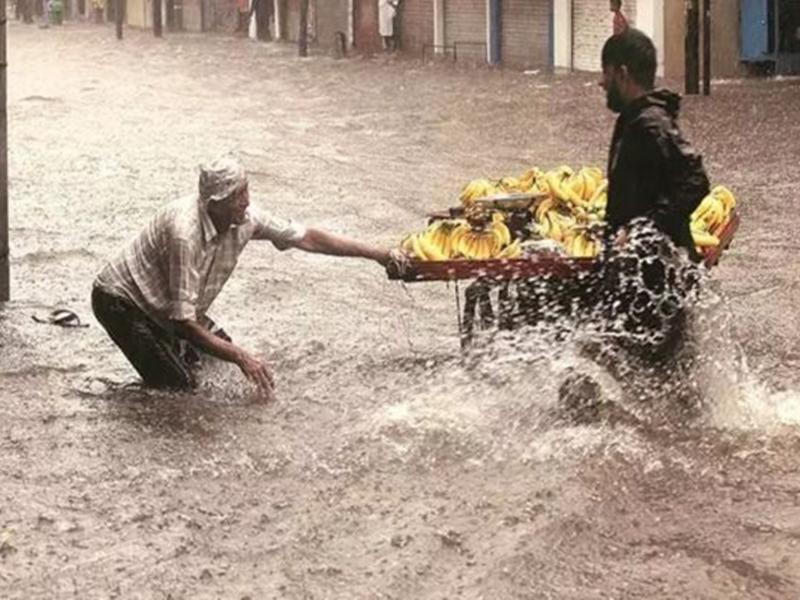 Gujarat: भारी बारिश से एक और हादसा, राजकोट में दीवार गिरी, मध्यप्रदेश के 8 की मौत