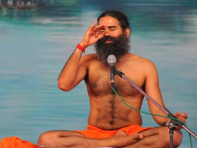 सिंहस्थ में लगी बाबा रामदेव की योग क्लास