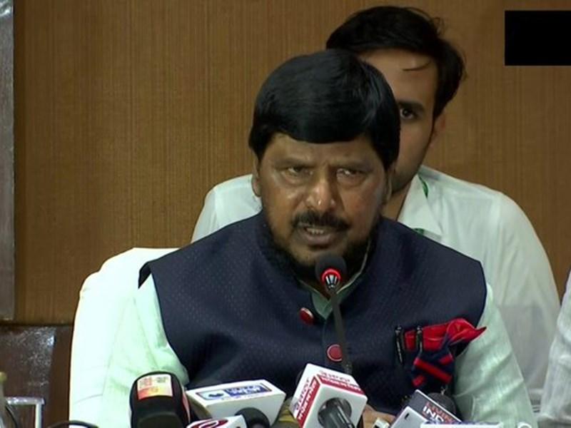 केंद्र सरकार के इस मंत्री ने कहा - 'पाकिस्तान अगर जंग नहीं चाहता तो PoK भारत को सौंप दे'