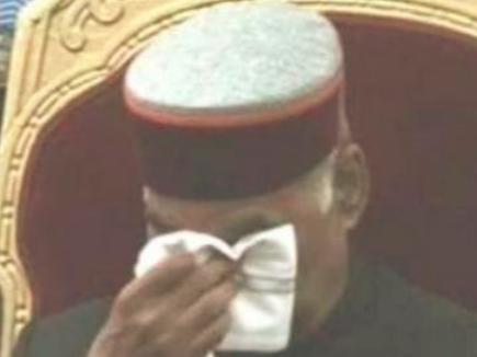 शहीद के परिवार को सम्मानित करते वक्त राष्ट्रपति कोविंद की आंखें हुईं नम