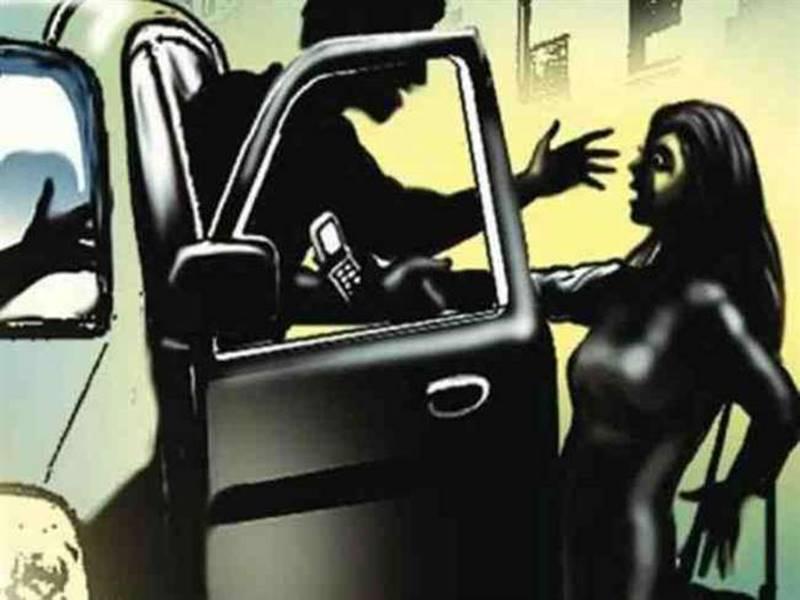 वड़ोदराः महिला से चलती कार में सामूहिक दुष्कर्म, सभी आरोपी फरार