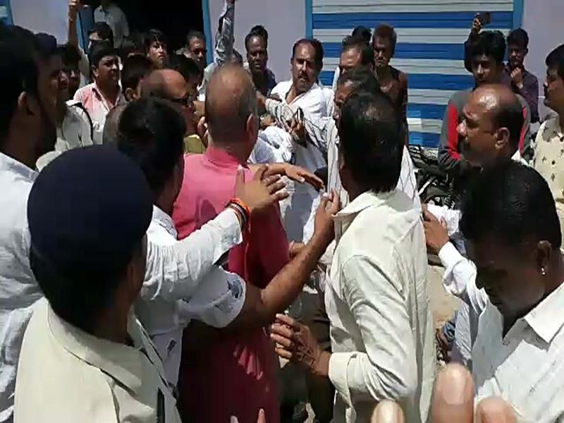 Rain in Madhya Pradesh : रतलाम जिले में आपस में भिड़े कांग्रेसी, नाराज कृषि मंत्री को मजबूरन ऐसा करना पड़ा, देखें वीडियो