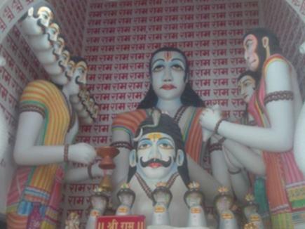 यहां है रावण का अनोखा मंदिर, नहीं चढ़ता कोई प्रसाद