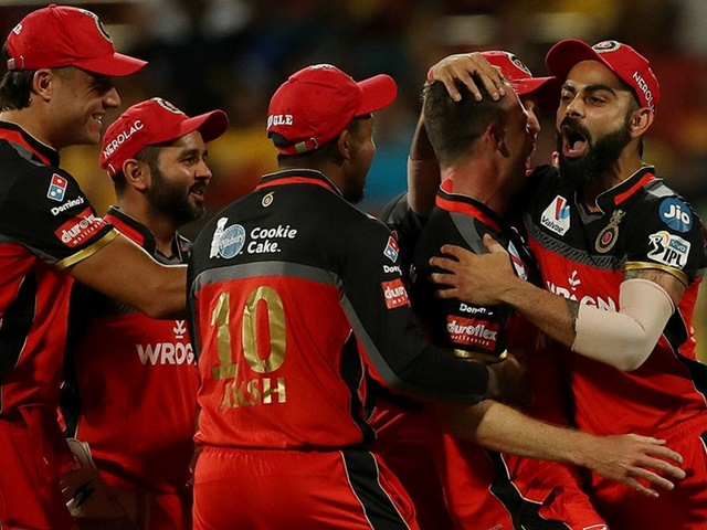 IPL 2019 : आरसीबी को करारा झटका, यह स्टार खिलाड़ी चोट के कारण आईपीएल से बाहर