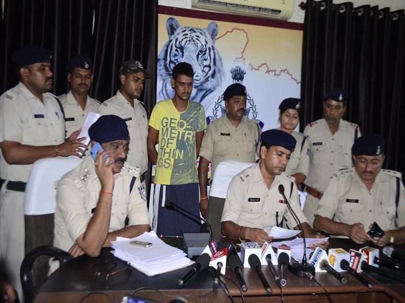 Rewa News : पुलिसकर्मियों को दरोगा बनाने का झांसा देने वाला नकली दरोगा गिरफ्तार