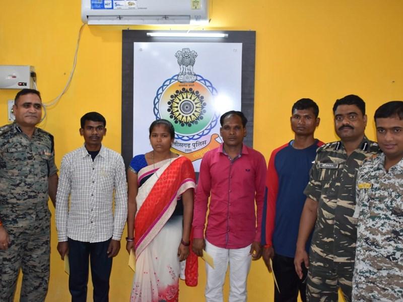 Bijapur में 42 जवानों की शहादत में शामिल खूंखार नक्सली समेत चार ने किया आत्मसमर्पण