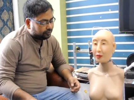 इस शख्स ने बनाया देसी रोबोट, भोजपुरी और मराठी में भी करता है बात