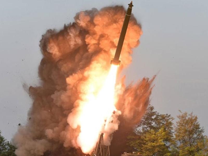 बड़े रॉकेट लांचर का उत्तर कोरिया ने किया का परीक्षण