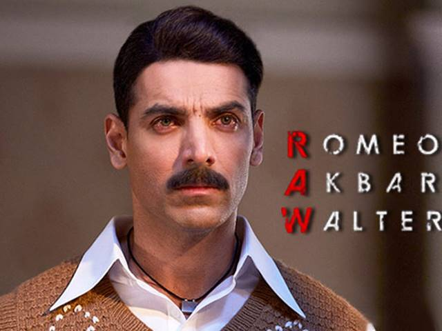 Romeo Akbar Walter Review: कमजोर है जॉन की नई फिल्म, इतने स्टार ही मिले