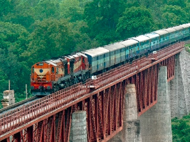 RRC Group D 2019: रेलवे में बंपर वैकेंसी, अभी भी है मौका, 12 अप्रैल से पहले करें अप्लाई