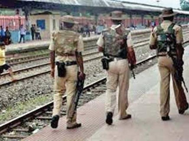 दिल्ली सहित आसपास के रेलवे स्टेशनों को बम से उड़ाने की धमकी, सुरक्षा एजेंसियां सतर्क