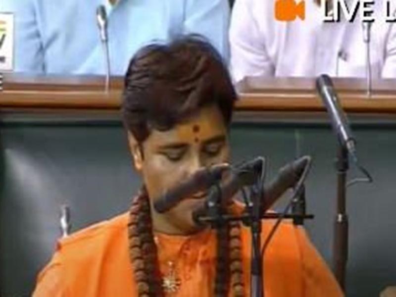 प्रज्ञा ठाकुर ने संस्कृत में ली शपथ, विपक्ष ने इस बात पर किया हंगामा ! New Delhi News