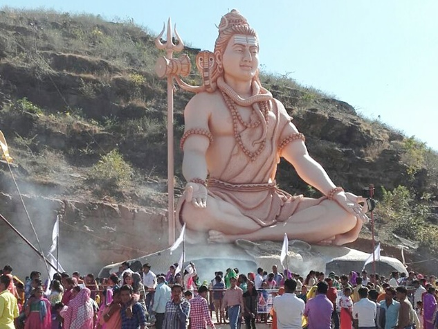 विशाल शिव प्रतिमाओं को देखने उमड़े भक्त