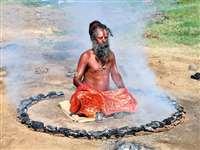 कुंभनगरी में सिंहस्थ सा नजारा, 39 डिग्री में धूनी ताप रहे साधु