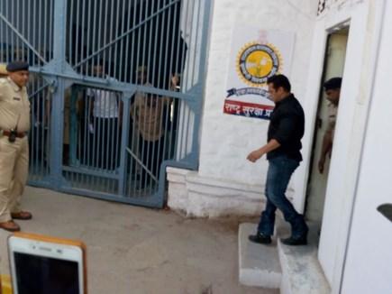 सेंट्रल जेल पहुंचे सलमान खान, जमानत पर सुनवाई शुक्रवार को