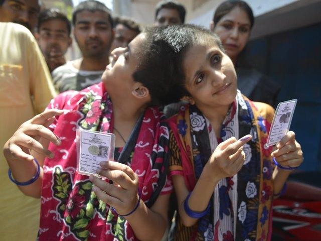 Bihar Elections 2019: सलमान खान की मुंहबोली बहनों सबा और फराह ने डाला वोट